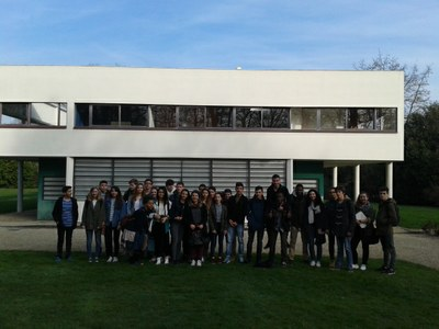 Photo de groupe en attendant la visite